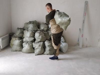 Спуск и вывоз сломанной перегородки из пазогребневых блоков